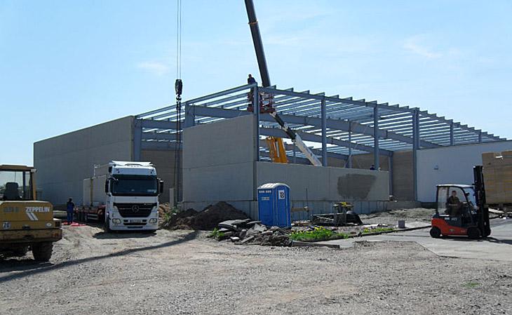 Neubau eines Lagergebäudes in Dippoldiswalde mit Stehfalzdach und Bimsbetonwandelementen